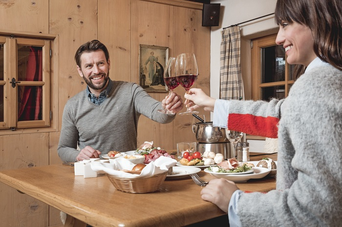Cosy evening in a hut with Tyrolean delicacies