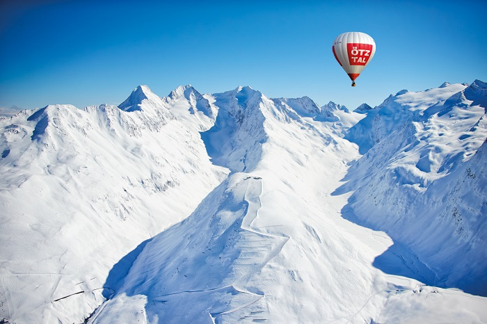 Hot air balloon over the Hohe Mut in Gurgl